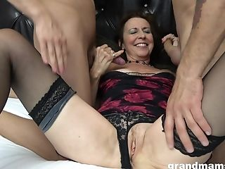 Dark Haired Matures Likes To Be Inbetween Two Guys In A Wild Threesome
