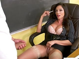 Wild Suntanned And Chunky Brown-haired Professor Ariella Ferrera Gives A Rail