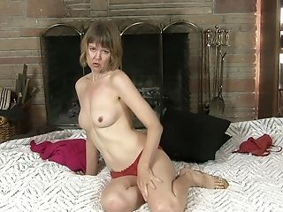 Dirty Matures Jamie Foster Delectations Her Cravings With A Fake Penis